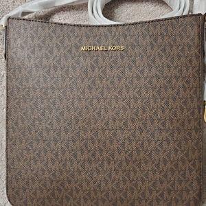 Michael Kors Jet Set Travel Messenger Bag